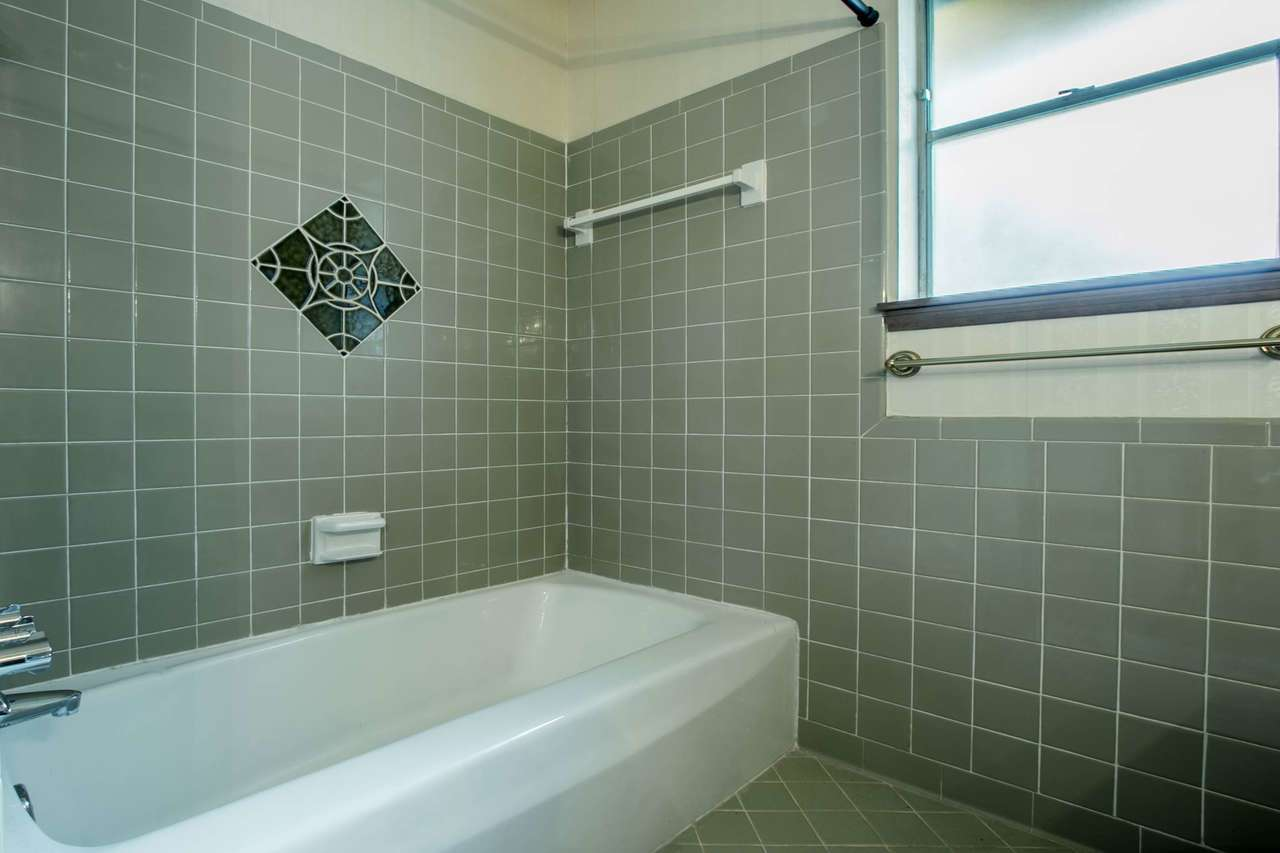126 Kings Row Arlington Bath (4)