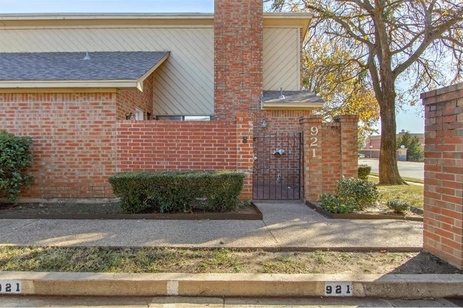 Arlington Home For Sale | 921 Cedarland Blvd, Arlington Texas 76011-6113