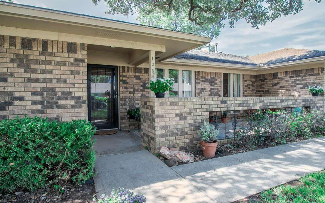 Arlington Home For Sale | 126 Kings Row, Arlington Texas 76010-2613